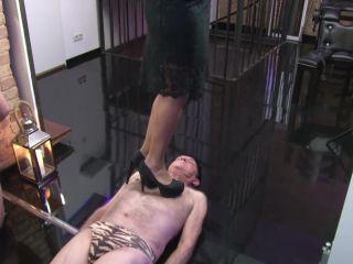 mistress blackdiamoond  rug of my colleague  barefeet