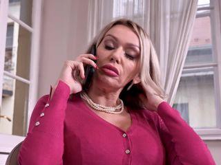 Amber Jayne - Busty MILF Seductress Fucks Delivery Boy