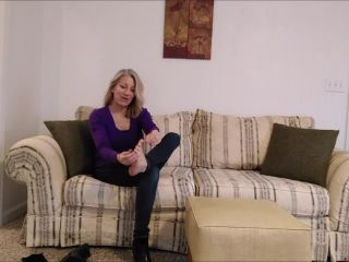 Toes – Mo Rina – poses her feet for you