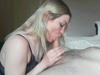 LollyLoo - Big ass mom wants dick