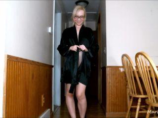 Marissa Sweet – Robe Flashing