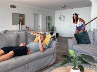 – DayWithAPornstar presents Aubrey Black – Aubrey Spies On Horny Stepson