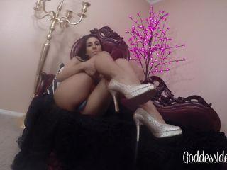 goddess idelsy: sweaty heel and foot tease