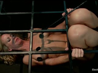 Caged MILF Suffers to Electrosex