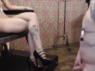 Deutsche Dominas – Miss Strange – Wichsen vor Naked Mistress
