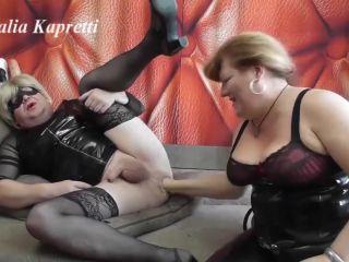 Fuck slave fist and foot morning piss [FullHD 1080P] - Screenshot 2