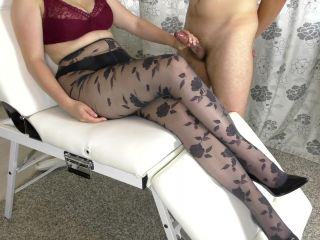 Young Stepsister Hadnjob On Her Legs In Pantyhose And Cum On Shoes