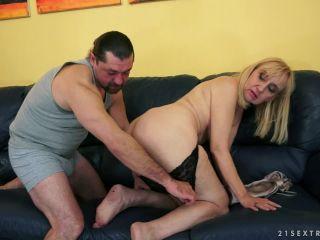 Nanney - Nanney, the cool Granny