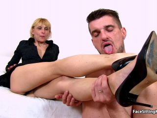 Lean amateur mom Roberta fleshy cunt eating