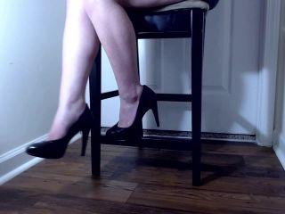 Shoe fetish – Venus Venerous – black heels dangle ignore