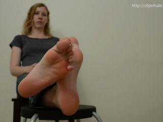 Big feet – Big Blonde's GIGANTIC SOLES! Size 11!! Super LONG toes!