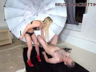 Brutal-Facesitting – Sophie Summer