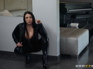 – BigButtsLikeItBig presents Angela White in Busting On The Burglar