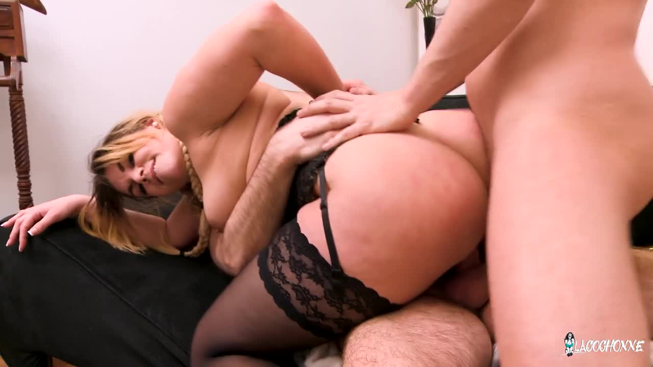 Amateur Ebony Hood Threesome
