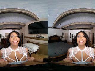 The VR Virgin – Nia Nacci