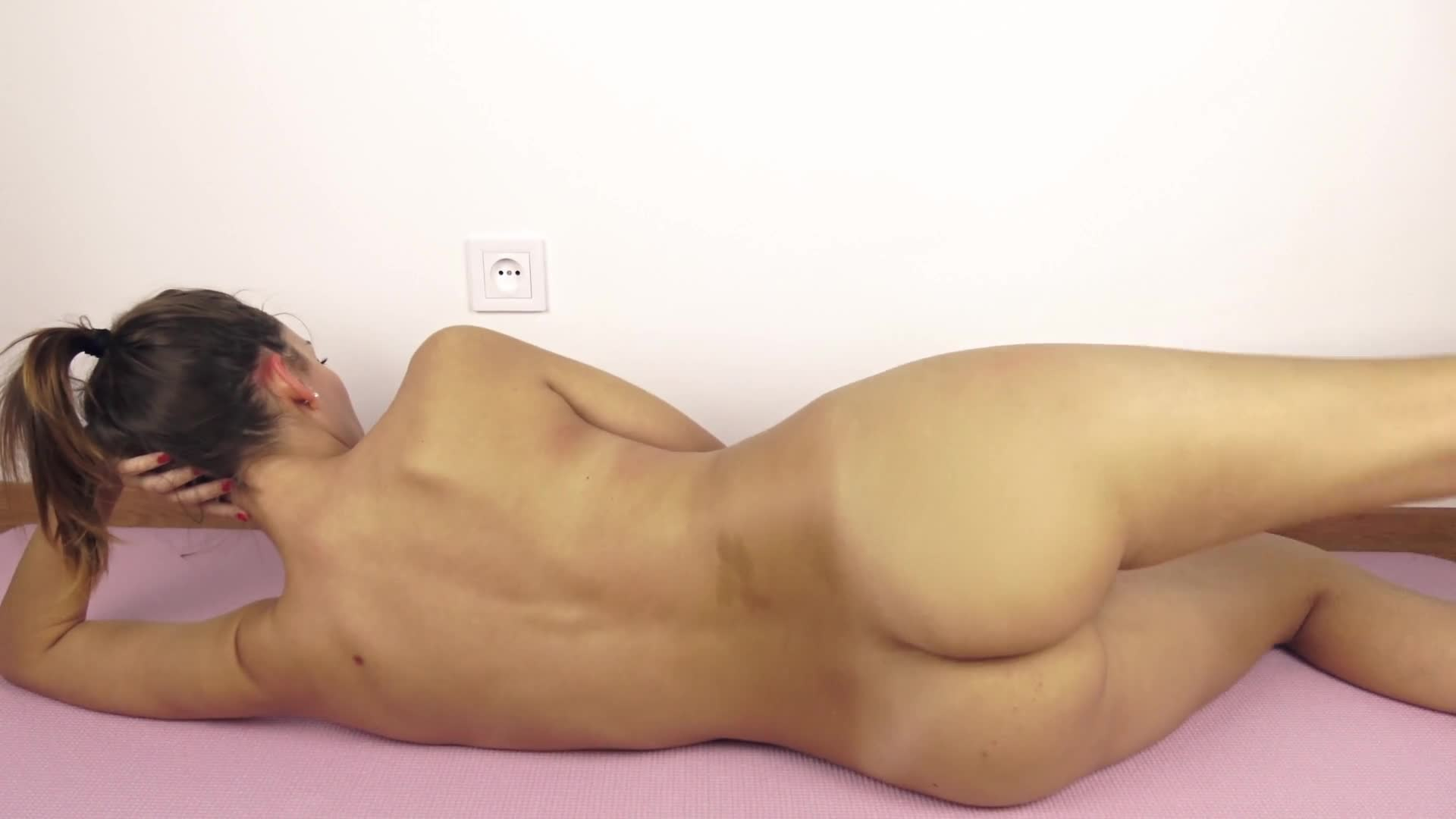Sweet Bunny - Beautiful College Girl Does Her Workout Routine Naked An ... - k2s.tv