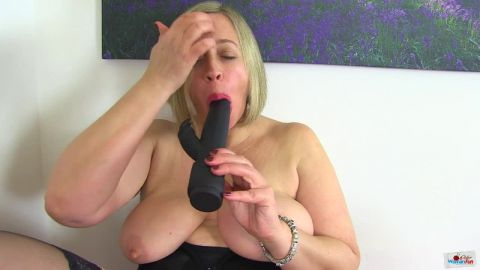 Shooting Star - Chubby milf Shooting Star from the UK looks hot in her black outfit and even hotter when she fucks her plump fanny with a black dildo (720p)