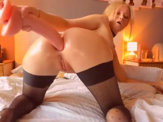 Blonde anal slut fucks her ass open til it gapes wide