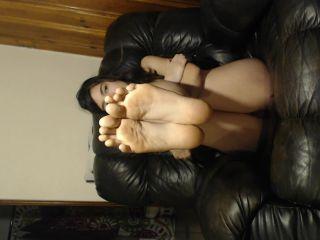 Annabelle Bestia – dirty feet