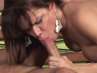 Cute shemale hilda brasil tugs her dick while giving blowjob
