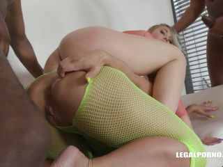 Selvaggia and Sexy Susi extreme interracial double fisting