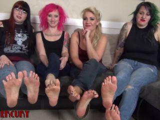Video online Ami Mercury, Quin, Jessica Nova, Whitney Morgan - Dirty Foot Girls