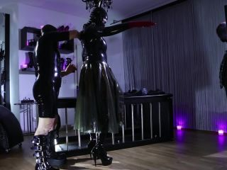 Dildo Sucking – Kinky Mistresses – Rubber Fetish Mistress – Helen Bates