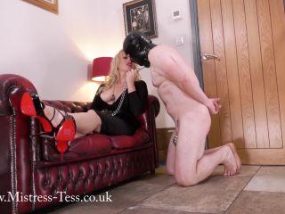 Mistress Tess – Showing Her Feet His Appreciation (1080 HD)