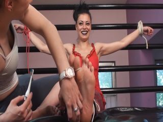 Tickle feet – Tickle Nail – Oily foot rub and tickles