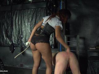 Tease – Ball Busting Chicks – She made me impotent – Brazilian Bitch
