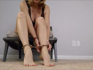Mo Rina – mature feet joi