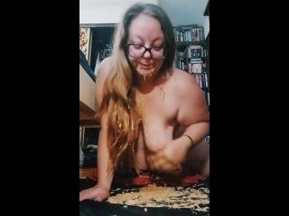 Glasses woman puke on the floor [UltraHD/2K 1200P] - Screenshot 5