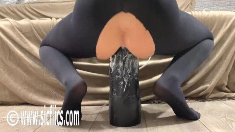 CrazyWifeSlut - Hot wife destroys her ass (1080p)