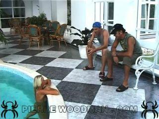 Sandy Style - XXXX - swimmingpool + 2 boys