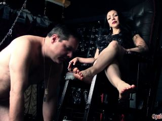 Foot Domiantion – Goddess Cheyenne – Barefoot Adoration