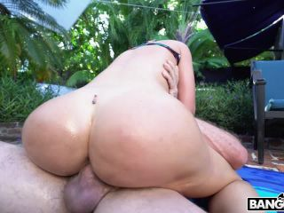 Online tube BangBros – BigTitCreamPie presents Brooke Beretta in Brookes Poolside Creampie – 13.09.2018
