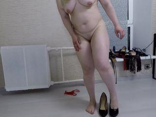 Mistress Annalise - Smear Lick and Suck My Shitty Shoes [FullHD 1080P] - Screenshot 3
