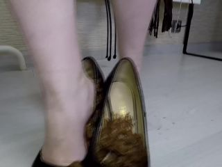 Mistress Annalise - Smear Lick and Suck My Shitty Shoes [FullHD 1080P] - Screenshot 6