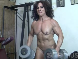 Annie Rivieccio - This Pro's Pumping Iron The Hardcore Way. And Liking It.