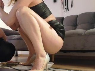 ISRAELI MISTRESS JARDENA pee feeds slave [FullHD 1080P] - Screenshot 2