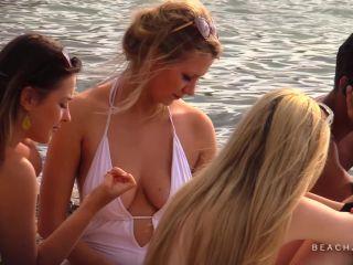 BeachJerk white-hot-cleavage full hd