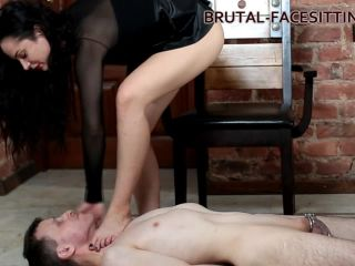 [Brutal-Facesitting] Kristall Rush