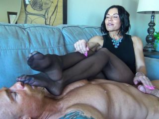 Goddess Zephy – My Smelly Nylons Are Better Than Sex For You, Loser!!