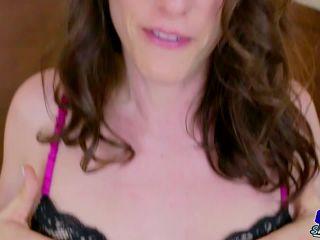 Online shemale video Vivian Grey Loves Cumming