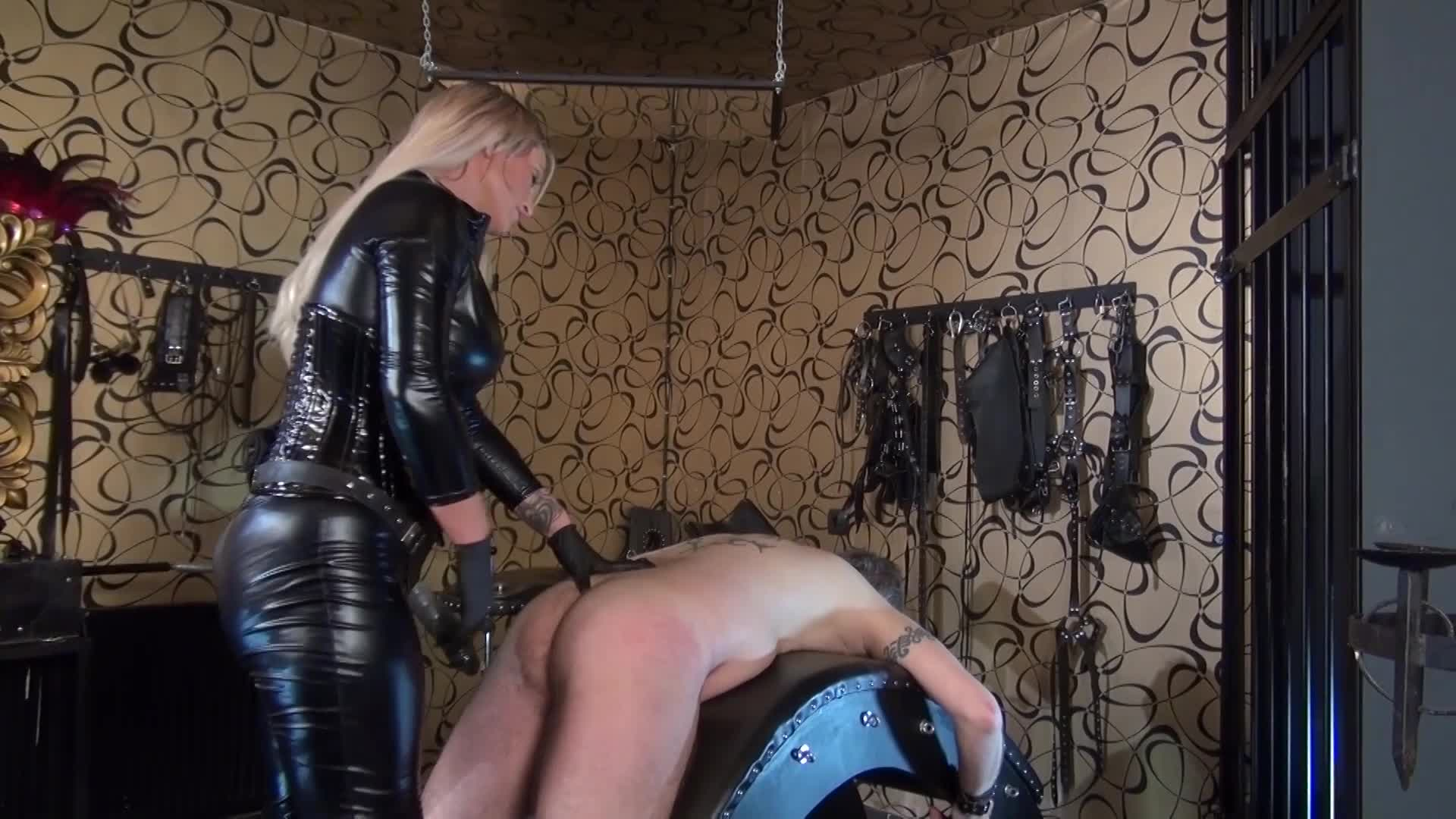 Deep Throat - Welcome to Calea Toxic - Strap-On Training Session on german porn furry femdom - k2s.tv