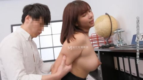 Wu Mengmeng - Heroic and wandering female boss. Seduce subordinates to work in the office (720p)