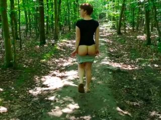 NII010023_Hot_Girl_Flashes_In_Public_Forest