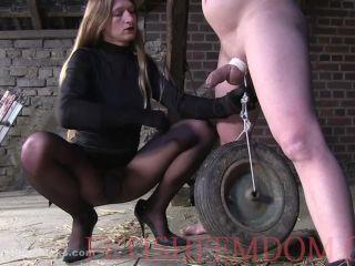 Tease & Denial – Ball Busting Chicks – Wheel on the balls – Isabella