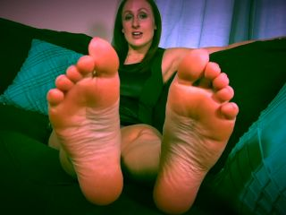 Toe wiggling – Evelyn Milano – Fall For Feet