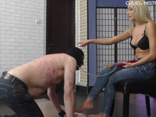 Feet slave – CRUEL MISTRESSES – Mistress Ariel – Gagging on Ariel's feet